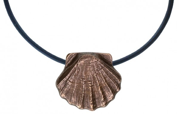 "Vorschau: ""Scallop Shell of Saint James"" Bronze Pendant on Leather Cor (2-148356) - Detailansicht 1"